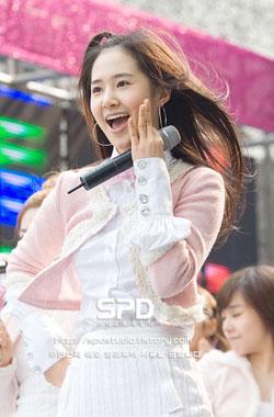 ยูริ (Yuri) แห่ง Girls' Generation (SNSD)